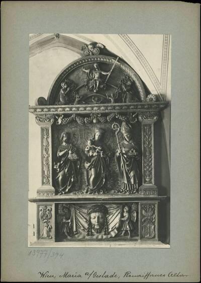 Fotografie des Renaissance-Altars in der Kirche Maria am Gestade (vom Bearbeiter vergebener Titel)