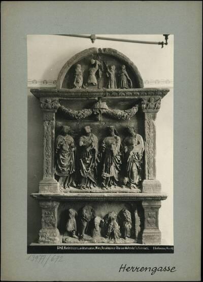 Fotografie eines Renaissance Altars aus Wultendorf bei Mistelbach (im Niederösterreichischen Landesmuseum, Wien) (vom Bearbeiter vergebener Titel)
