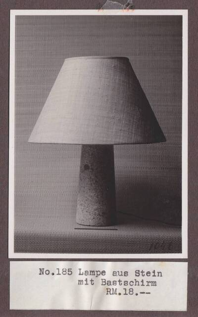 Tischlampe (vom Bearbeiter vergebener Titel)