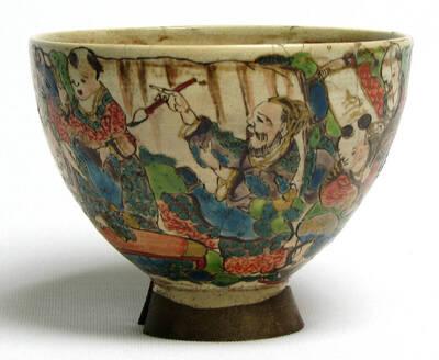 Teeschale (chawan) mit Seidentasche und Holzschachtel, signiert