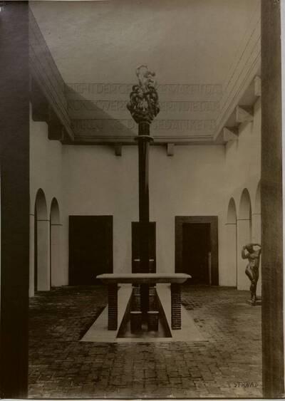 Brunnenhof der Werkbundausstellung 1914 in Köln (vom Bearbeiter vergebener Titel)