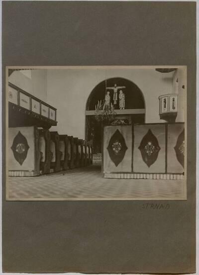 Fotografie des Modells eines Kircheninneren gefertigt von der Klasse Strnad, ausgestellt auf der Schulausstellung 1912 im Österreichischen Museum für Kunst und Industrie Wien (vom Bearbeiter vergebener Titel)