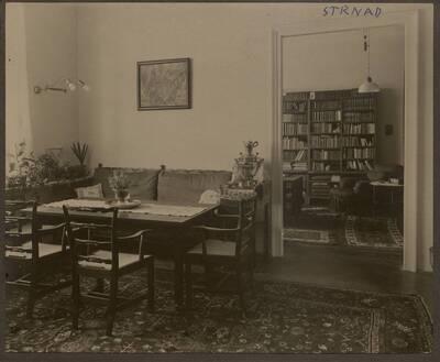 Fotografie des Salons einer Wohnung, XIX Wien (vom Bearbeiter vergebener Titel)