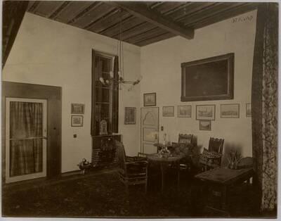 Fotografie eines Zimmers in der Wohnung Hellmann, Wien I., Rathausstraße 17 (vom Bearbeiter vergebener Titel)
