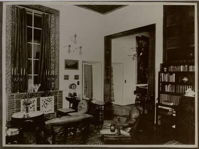 Fotografie eines Salons in der Wohnung Hellmann, Wien I., Rathausstraße 17 (vom Bearbeiter vergebener Titel)