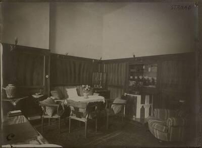 Fotografie des Arbeitszimmers in der Wohnung Hellmann, Wien I., Rathausstraße 17 (vom Bearbeiter vergebener Titel)