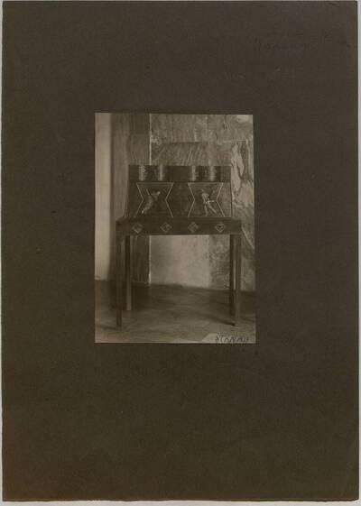 Fotografie eiens Sekretärs in der Wohnung Hellmann, Wien I., Rathausstraße 17 (vom Bearbeiter vergebener Titel)