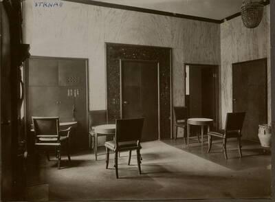 Fotografie des Vorraums zum Bureau des Dr. Josef Kranz im Stadthaus Kranz, Wien IX., Lichtensteinstraße 53-55 (vom Bearbeiter vergebener Titel)