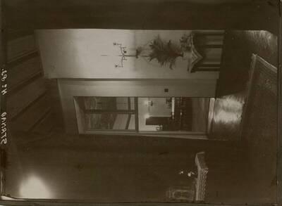 Fotografie des Eingangs zum Speisezimmer in der Wohnung Hirsch, I. Wien, Reichsratsstraße 1 (vom Bearbeiter vergebener Titel)
