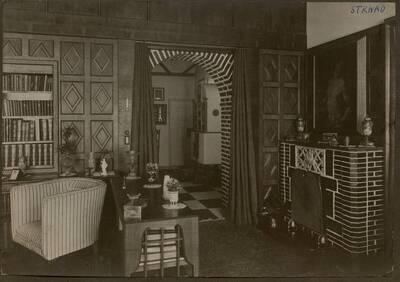 Fotografie des Eingangs zum Salon mit hölzerner Wandvertäfelung in der Wohnung Hirsch, I. Wien, Reichsratsstraße 1 (vom Bearbeiter vergebener Titel)