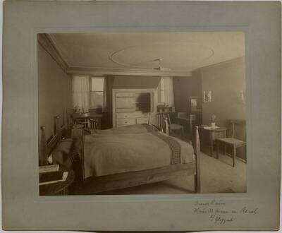 Fotografie eines Dienerzimmers in der Villa Kranz in Raach bei Gloggnitz (vom Bearbeiter vergebener Titel)