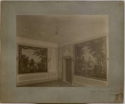 Salon mit erotischen Stuckaturen und großformatigen Wandgemälden in der Villa Kranz in Raach bei Gloggnitz (vom Bearbeiter vergebener Titel)