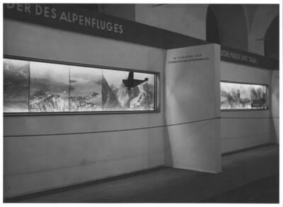 Fotografien der Gestaltung einer Verkehrswerbung für Österreich von Joseph Binder im Messepalast in Wien (vom Bearbeiter vergebener Titel)