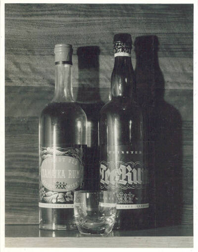 Feinster Tee-Rum, Arabia Wien, Österreichisches Erzeugnis; Finest Old Jamaika Rum, Arabia Wien, Österreichisches Erzeugnis (vom Bearbeiter vergebener Titel)