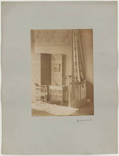 Photograph of an armchair and an end table with drawer from the workshop of M. Niedermoser & Sohn (vom Bearbeiter vergebener Titel)
