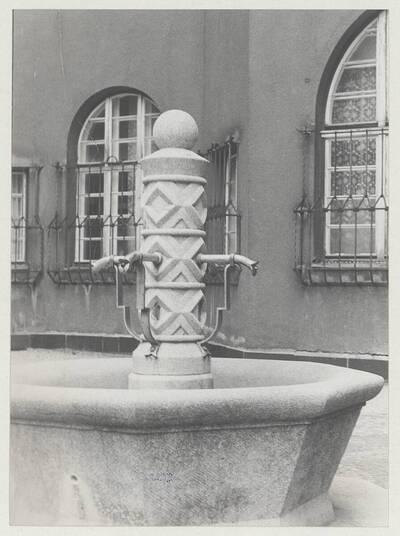 Detailansich des Brunnens des Wohnhauses der Gemeinde Wien