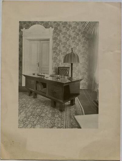 Herrenzimmer mit Schreibtisch für Leo Nowak in Wien (vom Bearbeiter vergebener Titel)