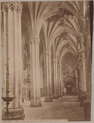 Fotografie einer Innenansicht der Kathedrale San Salvador in Zaragoza (vom Bearbeiter vergebener Titel)