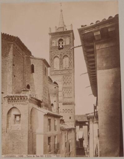 Fotografie des Turmes der Kirche San Gil Abad in Zaragoza (vom Bearbeiter vergebener Titel)