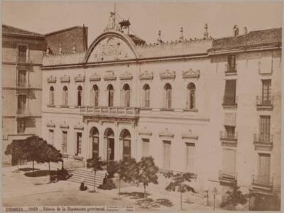 Fotografie der Fassade des Palastes der Provinzregierung (Palacio de la Diputacion provincial) in Zaragoza (vom Bearbeiter vergebener Titel)