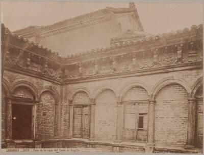 Fotografie des Innenhofes des Palastes der Condes de Argillo (vom Bearbeiter vergebener Titel)