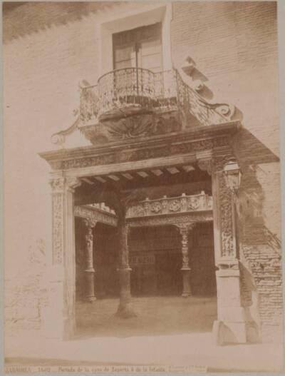 Fotografie des Portals in den Patio de la Infanta in Zaragoza (vom Bearbeiter vergebener Titel)