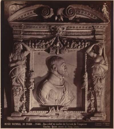 Fotografie eines Carrara-Marmor-Reliefs von Kaiser Karl V., von Pompeo Leoni, von 1644 (vom Bearbeiter vergebener Titel)