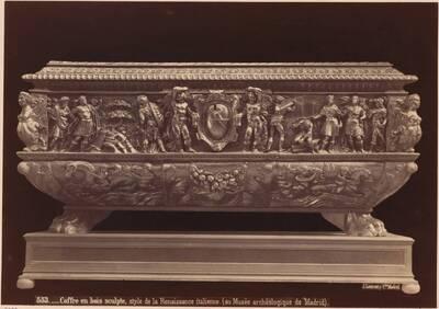 Fotografie einer Holztruhe mit Schnitzereien (italienisch, 16. Jahrhundert) (vom Bearbeiter vergebener Titel)
