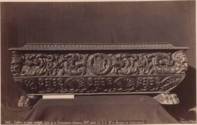 Fotografie einer Holztruhe mit Schnitzereien (italienisch, 17. Jahrhundert) (vom Bearbeiter vergebener Titel)