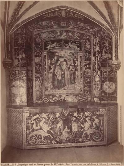 Fotografie eines Fayencealtars im Oratorium der spanische Könige im Alcazar von Sevilla, 15. Jh. (vom Bearbeiter vergebener Titel)
