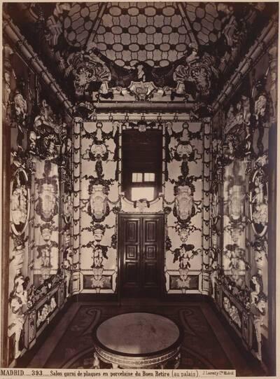 Fotografie des Porzellanzimmers im königlichen Palast in Madrid, gefertigt von der Porzellanmanufaktur Buen Retiro (vom Bearbeiter vergebener Titel)