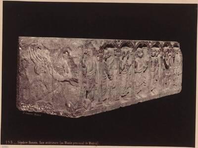 Fotografie eines römischen Marmor-Sarkophages (Vorderteil), aus dem Madrider Museum (vom Bearbeiter vergebener Titel)