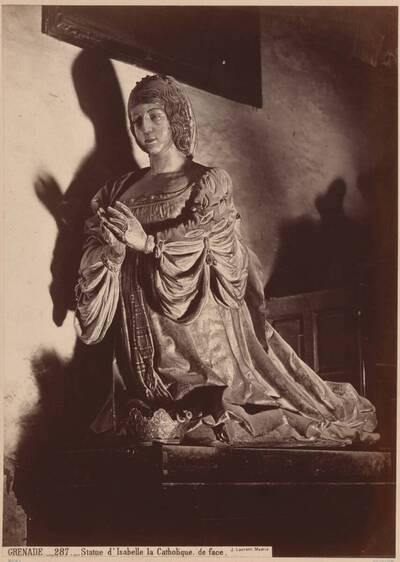 Fotografie einer Holz-Statue der Isabella I. von Kastilien (Isabella die Katholische), aus Granada (vom Bearbeiter vergebener Titel)