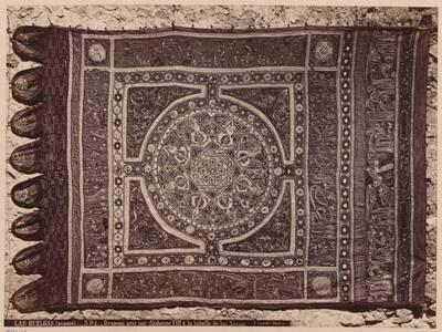 Fotografie einer maurischen Fahne aus der Schlacht bei Las Navas de Tolosa (13. Jahrhundert) (vom Bearbeiter vergebener Titel)