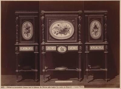 Fotografie eines Kabinettschrankes mit Marketerien und Bronzebeschlägen aus dem Palacio Real, Madrid (vom Bearbeiter vergebener Titel)