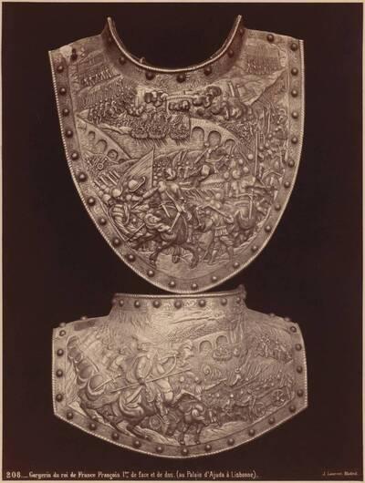 Fotografie der Vorder- und Rückseite des Halspanzers Kaiser Franz I. von Frankreich (vom Bearbeiter vergebener Titel)
