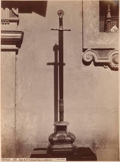Fotografie des Schwerts von Ferdinand III. (der Heilige) in der Kathedrale von Sevilla (vom Bearbeiter vergebener Titel)