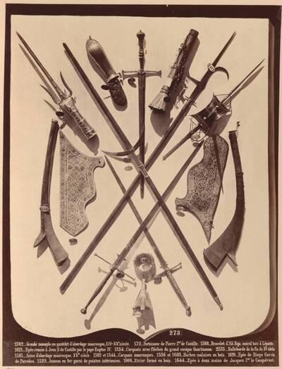 Fotografie von diversen Waffen (vom Bearbeiter vergebener Titel)