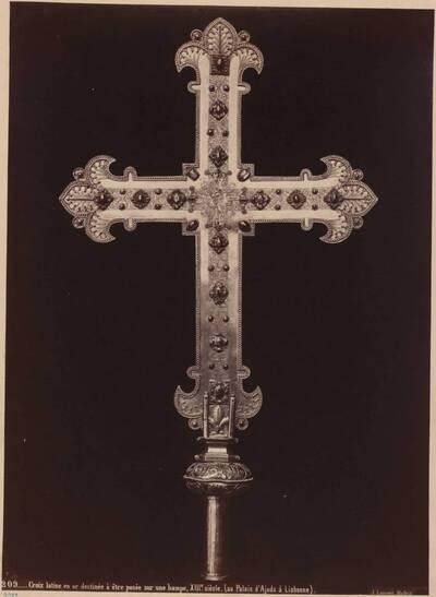 Fotografie eines Vortragskreuzes des 13. Jahrhunderts aus dem Palais d'Ajuda in Lissabon (vom Bearbeiter vergebener Titel)