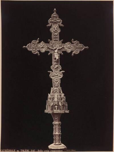 Fotografie eines Kreuzes der Frührenaissance in der Kathedrale von Toledo (vom Bearbeiter vergebener Titel)