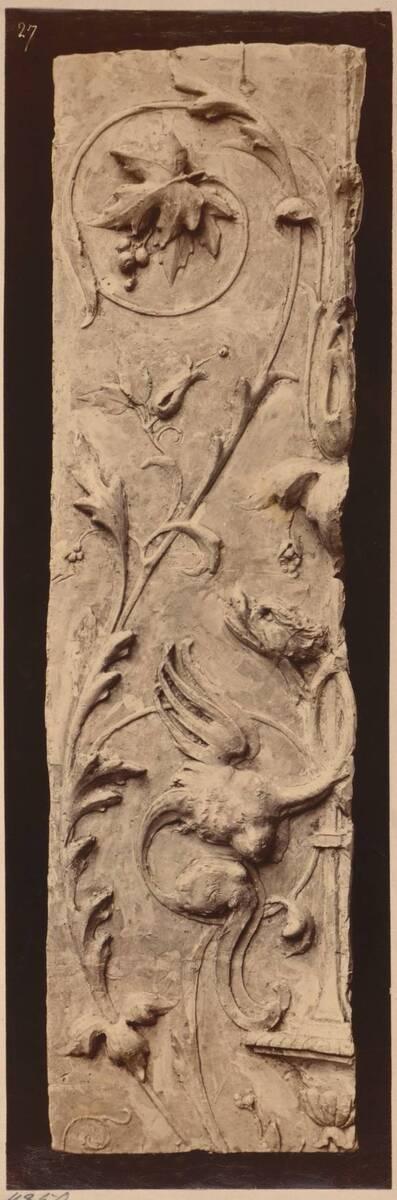 Fotografie eines Eckstückes einer Liseme aus dem Baptisterium von San Satiro in Mailand (vom Bearbeiter vergebener Titel)