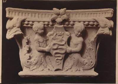 Fotografie eines Säulenkapitells aus der Certosa di Pavia (vom Bearbeiter vergebener Titel)