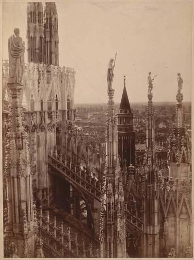 Fotografie eines Details vom Dach des Mailänder Doms (vom Bearbeiter vergebener Titel)