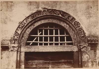 Fotografie des Portalbogens aus Calvenzano, in der Provinz Lodi (vom Bearbeiter vergebener Titel)