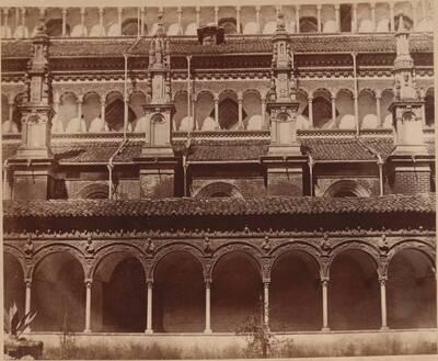 Fotografie des Kreuzgangs der Certosa bei Pavia (vom Bearbeiter vergebener Titel)