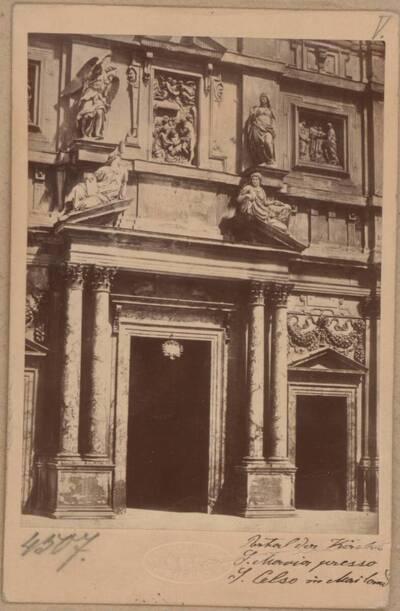 Fotografie des Portals der Kirche Santa Maria presso San Celso in Mailand (vom Bearbeiter vergebener Titel)