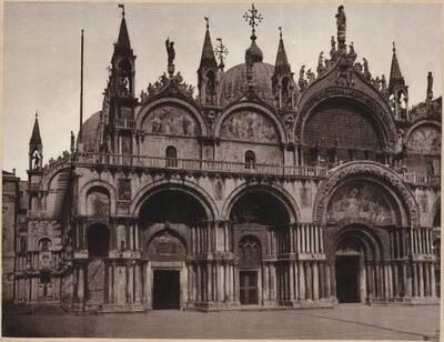 Fotografie der linken Vorderseite der Markuskirche in Venedig (vom Bearbeiter vergebener Titel)