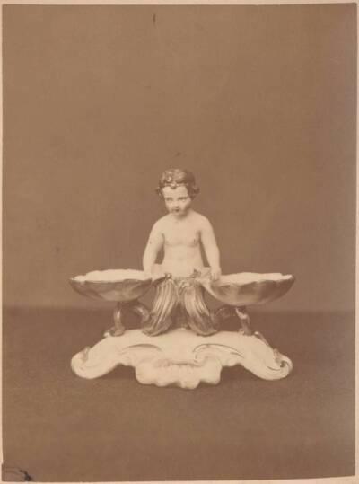 Fotografie eines Majolika-Gefäßes, von Ginori in Doccia (vom Bearbeiter vergebener Titel)