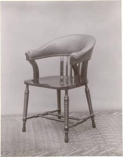 Photograph of an armchair by Collinson & Lock (vom Bearbeiter vergebener Titel)