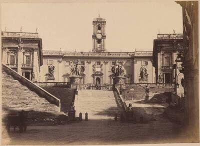 Fotografie des Senatorenpalastes und des Kapitolplatzes, in Rom (vom Bearbeiter vergebener Titel)